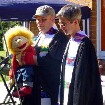Jan bespricht Weihnachten mit dem Pastorenehepaar
